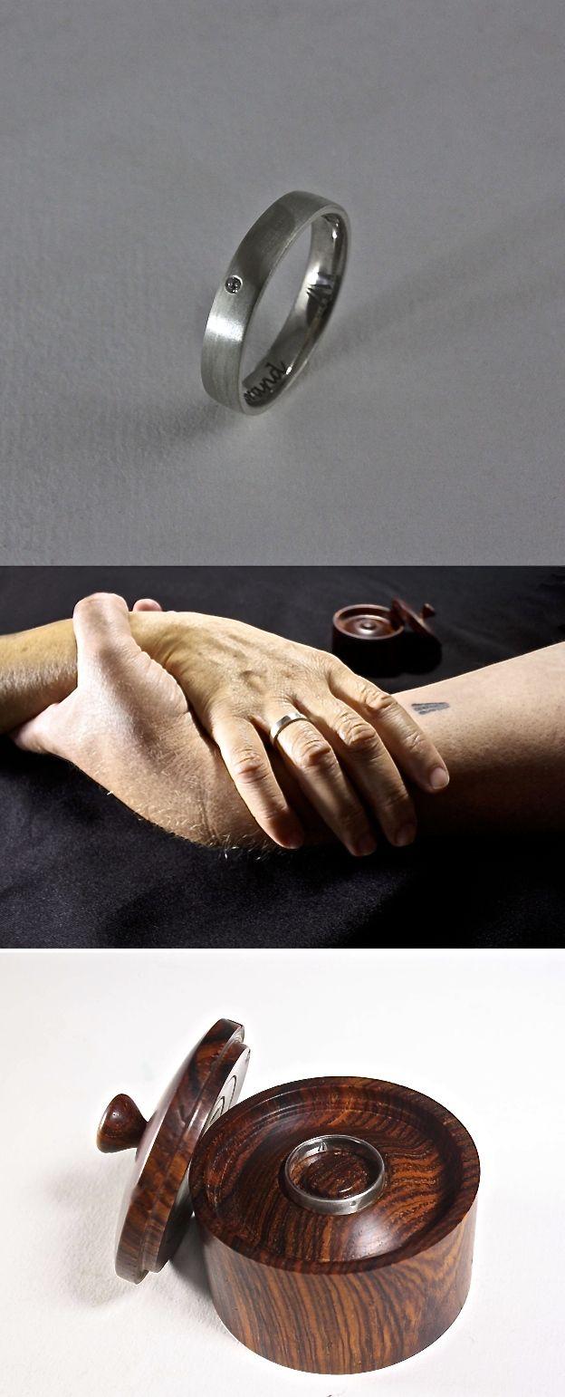 Vandaag gaan Annelies & Hilbrand trouwen. Van harte gefeliciteerd!!  Ik mocht deze Trouwring voor Annelies vervaardigen, het is een zilveren ring met een persoonlijk witgoud ornament ingelegd en een Diamant.  Hilbrand houd niet van een trouwring en heeft een tattoo laten zetten op zijn arm. Het teken is ook weer heel persoonlijk en staat ook aan de binnenkant van Annelies haar ring...#goudsmidmetpassie