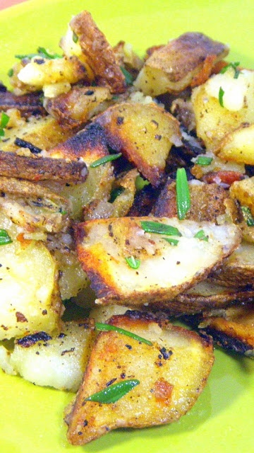 Fried Rosemary Potatoes (Patate al rosmarino)... It's a basic Fried potato recipe, gussied up with some fresh rosemary and quality Olive Oil makes it the best around.  Basic does not mean ordinary