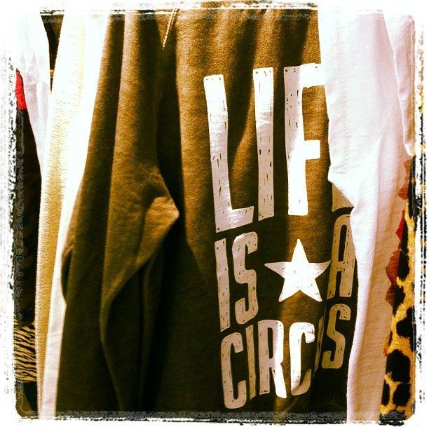 MY T-SHIRT - life is a circus sweatshirt