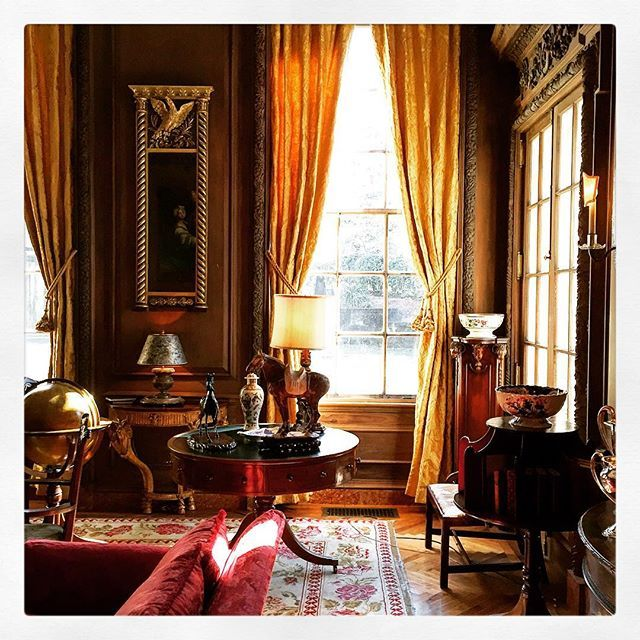 """I deeply believe that beautiful decor can have a beneficial influence on our lives."" Albert Hadley ( classical beauty for this dreary Monday - thank you Mr. Shutze )"