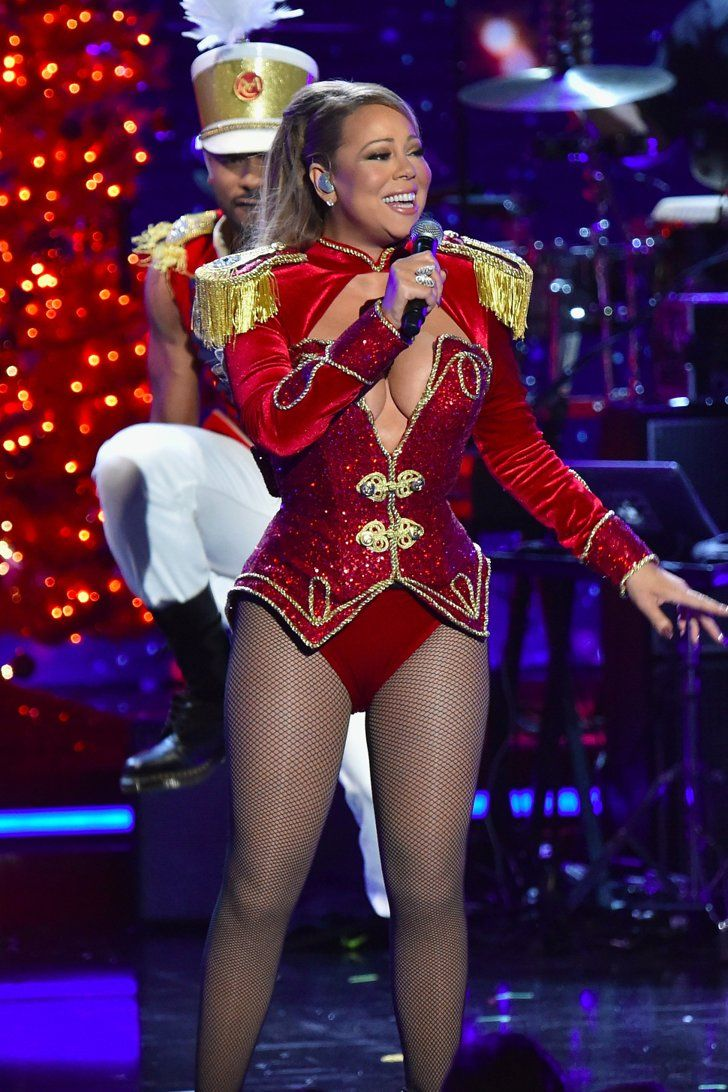 """Mariah Carey's Latest Performance of """"All I Want For Christmas Is You"""" Is a Gift to Us All"""