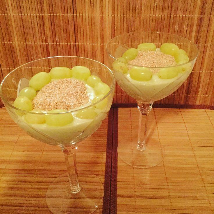 Густой утренний смузи с авокадо и кокосовым молоком