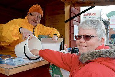 Länstidningen Norr/Vimmerby Tidning - Torghandel och lotteri för välgörenhet