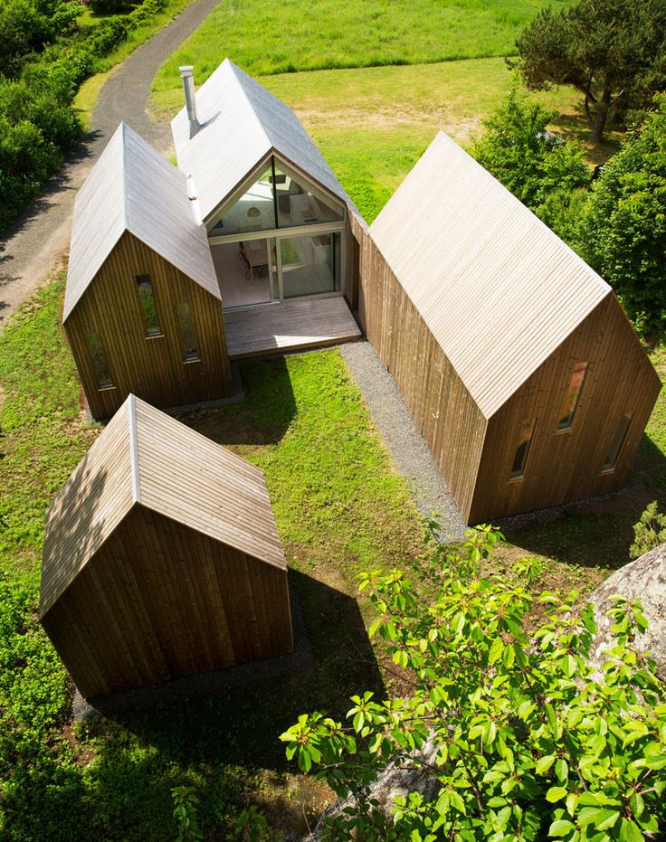 Sitting in an idyllic location near the city of Sandefjord, along Norway's southeastern coastline, is this secluded cluster of micro cabins. They constitute the holiday home of a multigenerational family, designed by Oslo-based Reiulf Ramstad Architects.   One of Reiulf Ramstad Architects latest ...