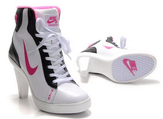 81d7d4fe306 Nike Dunk High Heels - Tênis com salto alto