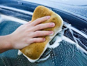 Tengo que lavar el coche con mi padre. El coche está sucio de nuestro viaje.