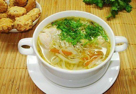 Куриный суп с домашней лапшой -  Ингредиенты: Курица 0.5 шт; Картофель 3 шт; Лук репчатый 1 шт; Морковь 1 шт; Яйца куриные 1 шт; Мука пшеничная 100 гр; Соль 0.25 ч.л;