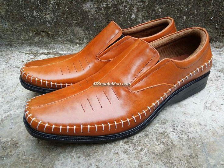 Bismillah #SepatuKulit #Pantofel Pria Cahyono by #SMO  PO  14hari Rp. 250.000  Cek http://sepatumoo.com  #SepatuKulitAsli #SepatuCowok #SepatuMagetan #JualSepatu #SepatuMurah #SepatuKantor #SepatuKulitAsli #Shoes #SepatuKerja #FormalShoes #MenShoes #LeatherCraft #LeatherShoes #Footwear #HandMadeShoes #SepatuMooID