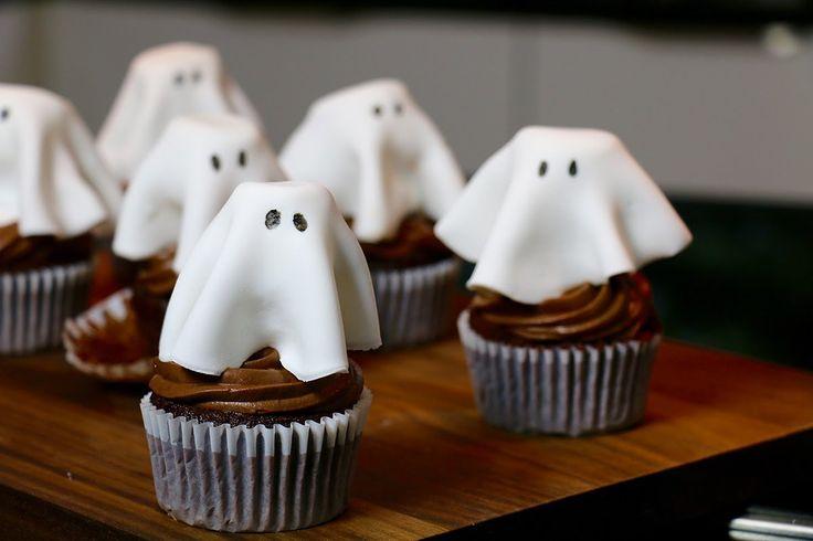 Ces cupcakes fantômes, parfaits pour Halloween, sont très faciles à faire