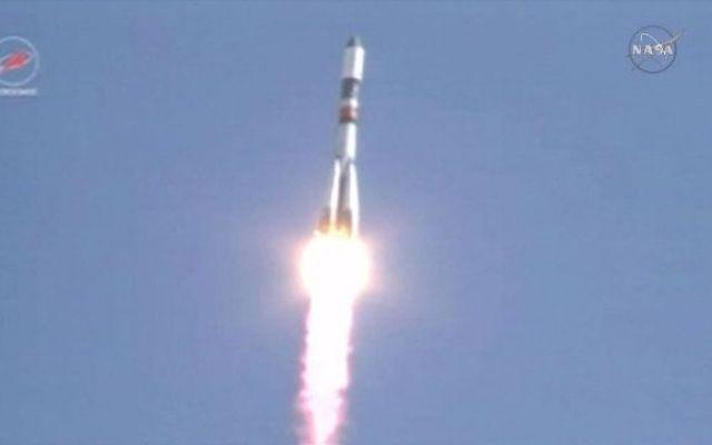 Ha avuto successo il lancio del cargo spaziale russo Progress M-28M verso la Stazione Spaziale Internazionale Qualche ora fa la navicella spaziale Progress M-28M è partita su un razzo vettore Soyuz U dalla base kazaka di Baikonur per una missione di rifornimento per la Stazione Spaziale Internazionale. #cargospaziali #roscosmos