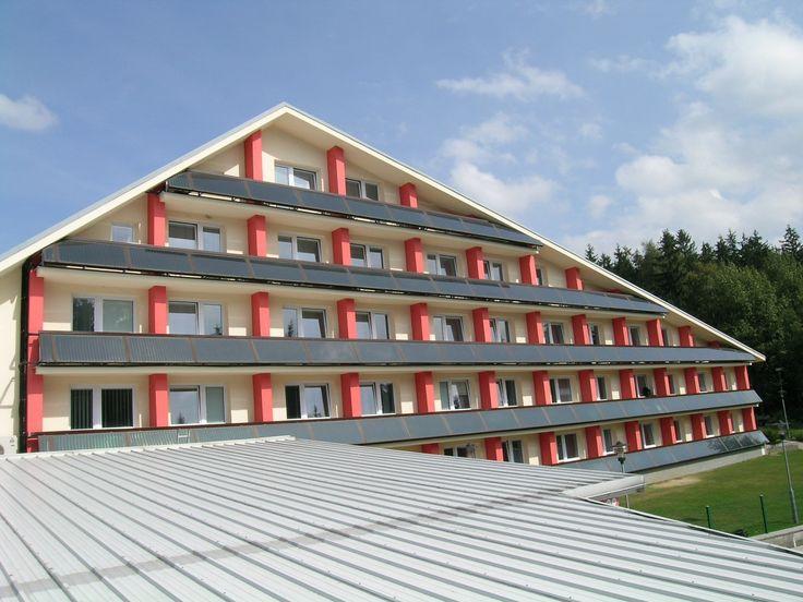 Slnečné kolektory z THERMO|SOLARU môžu byť aj atypické a na balkónoch Naozajstní profesionáli nájdu individuálne riešenie pre slnečné kolektory  Nie je umenie nainštalovať sériovo vyrábané zariadenia na využívanie Obnoviteľných zdrojov energie (OZE), napríklad slnečné kolektory, na ideálne plochy.