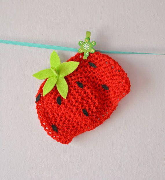 Strawberry  hat  di RainbowBabyLand, €13.00