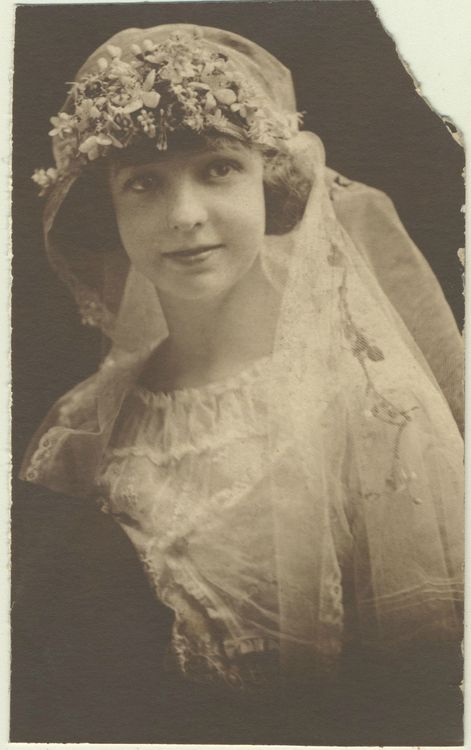 <<< O M G !!! HOW YOUNG IS THIS VISION OF BEAUTY & HAPPINESS?!?!>>           1920s bride.