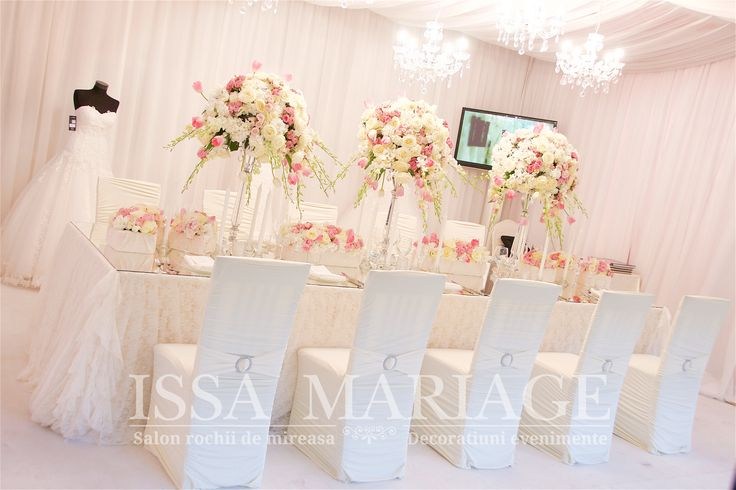Decoratiuni nunta falduri tavan voaluri albe aranjamente florale IssaMariage 2017