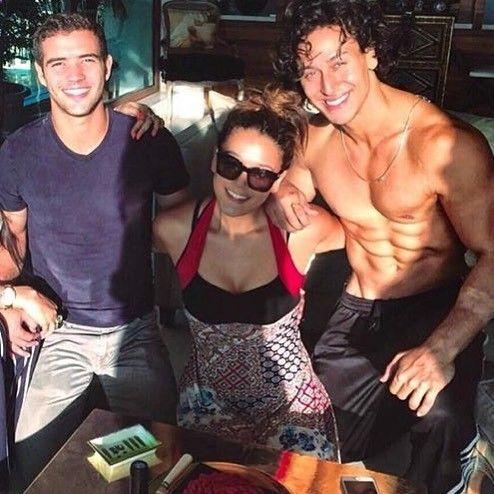Wow!! Just look at @tigerjackieshroff and Krishna Shroff Tiger's chiseled body is goals for life!! #tigershroff #krishnashroff #bollywood #bollywoodupdates #bollywoodstyle #likeforlike #followforfollow #instagramhub #instadaily #instagood #fashion #glam #body #abs #igers #tglers