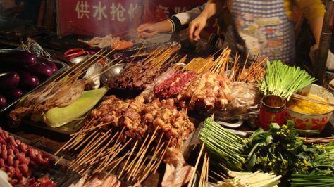 台湾の中でも、グルメの街として知られている台北。美味しいお食事が目当てで、訪れる方もいらっしゃるかと思います。もちろん台北の高級料理は美味しいですが、実は屋台などで頂けるB級グルメも、とっても美味しい絶品ばかりとなっているのです。今回は台北で絶対に食べておきたい、絶品B級グルメにスポットをあててみました。白いご飯の上に、しっかりとした味付けの肉そぼろは、思わずご飯がすすむ日本人好みの味付け、小麦の皮がパリッと焼き上がっている胡椒餅など、B級グルメを11選ご紹介しています。