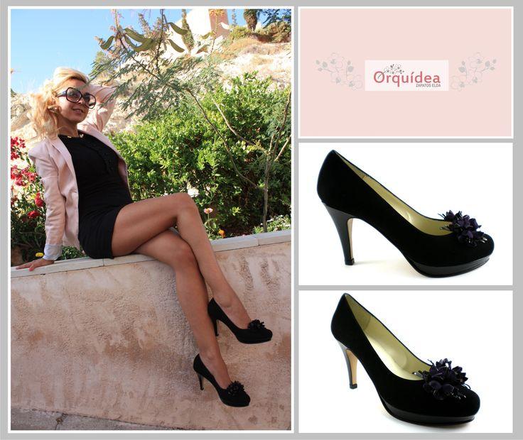 Sin duda, #confort y #elegancia . #Zapato   #negro  de #piel en #charol y #ante , con #tacón  fino, #adorno en la puntera y #plataforma  zapatoselda.com