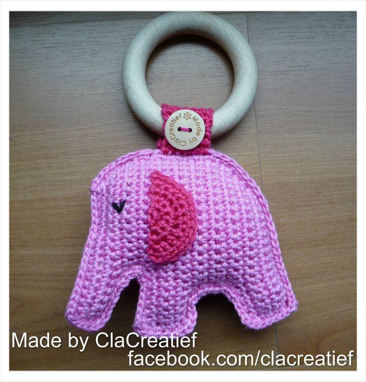 Made by ©ClaCreatief; Gehaakte olifant rammelaar. Het originele Zweedse patroon staat op het blog van: emlansemlanskreativa. Maar via google zijn er diverse Nederlandse vertalingen te vinden.