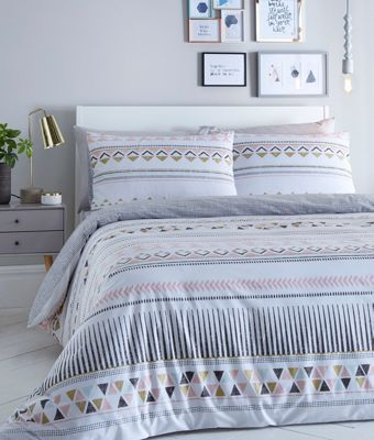 This bedding set from Cosmopolitan will refresh any bedroom with its contemporary style. Finished in a soft cotton blend, it features a geometric pattern on one side and a checked print on the reverse - great for modern décor.