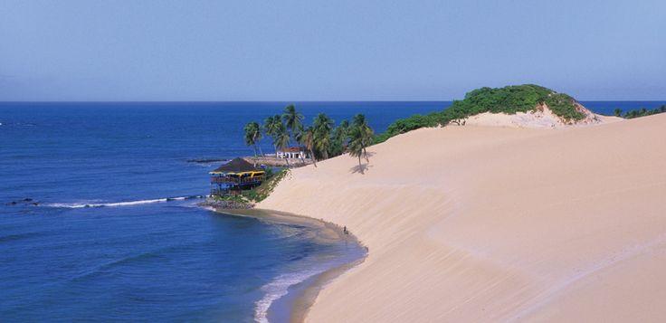 Natal, Brésil, est une destination magnifique encadrés par des dunes, des récifs, des falaises et des piscines naturelles !  Avec TAP tu peux réserver un vol à Natal à prix imbattable à partir de seulement 367.- !  Vois ici l'offre et réserve ton vol: http://www.besoin-de-vacances.ch/vacances-a-natal-vols-a-partir-de-367/