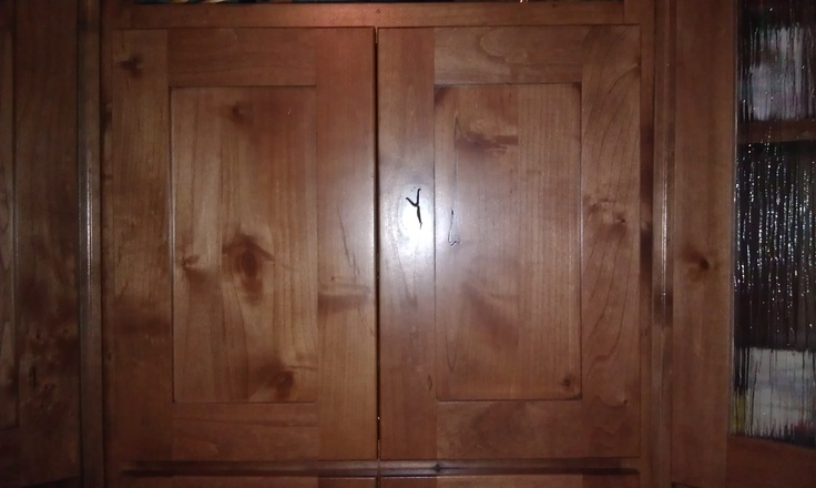 Shaker Style Flat Panel Cabinet Doors In Knotty Alder With