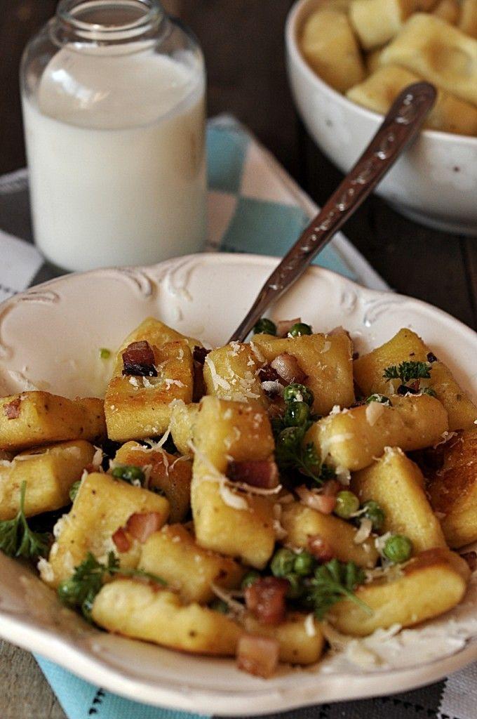 Kopytka z boczkiem, groszkiem i parmezanem Gnocchi recipe potato with Peas and Parmesan,