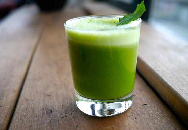 Her er juiceopskriften, der én gang for alle giver dig og din forårstræthed et effektivt los. Den er supernemt lavet, og du vil opleve virkningen omgående. Verdens bedste grønne juice!