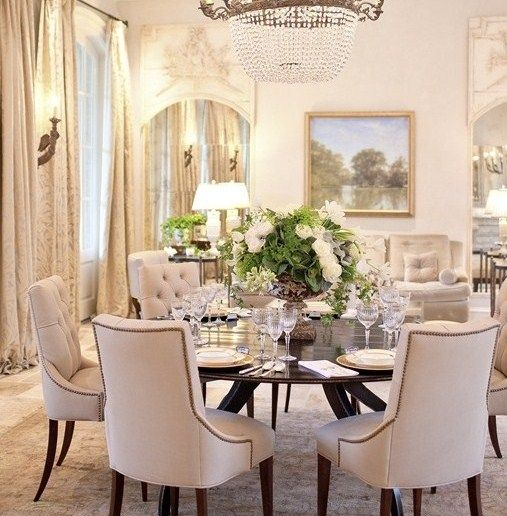 Round Dining Room Table Seats 8: Classic Chic Home: Dining Room Centerpiece