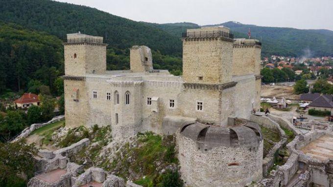 Diósgyőr várát tulajdonképpen romjaiból varázsolták újjá az elmúlt években. Elkészült a Lovagi tornák tere is, az akár ötezer néző befogadására...