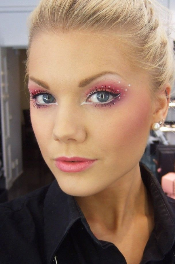 Ah, snazzy pixie makeup.