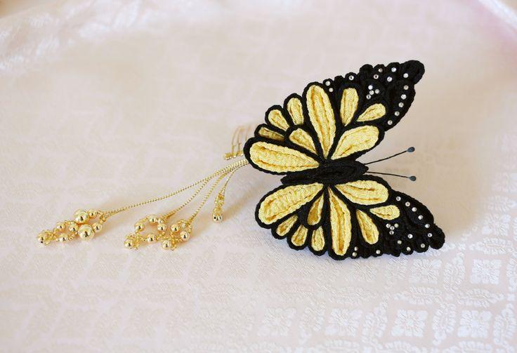 Monarch butterfly kanzashi hair comb por AlkatoCrafts en Etsy