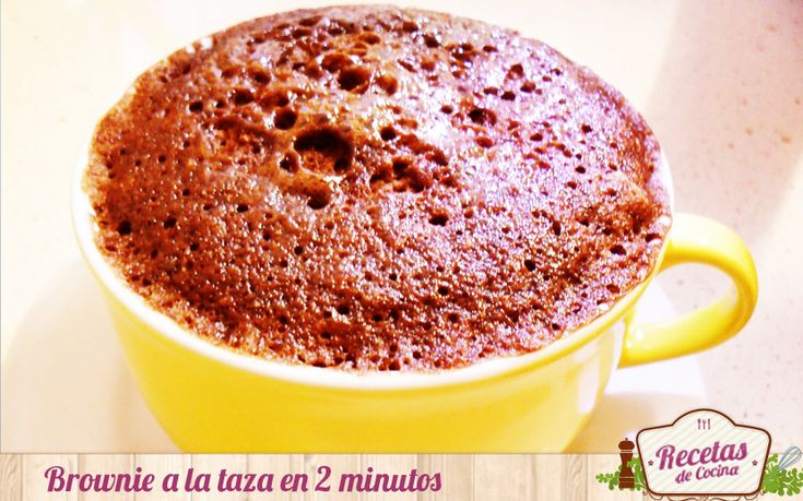 Brownie a la taza en 2 minutos -  El chocolate es un elixir para la mayoría de todas las mujeres, no se lo que tiene que te tienta a cualquier hora. Una cierta porción (1 ó 2 onzas al día) de chocolate diario es saludable para cualquier tipo de persona, pero con este mangar delicioso sabe a poco. Por eso, para los días en los qu... - http://www.lasrecetascocina.com/2014/04/30/brownie-la-taza-en-2-minutos/