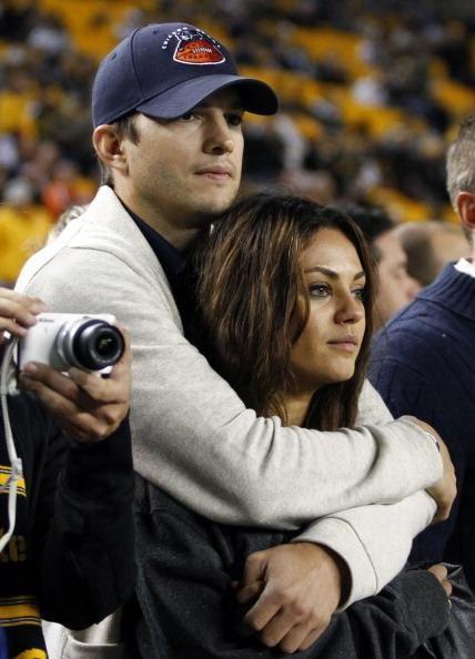 Mila Kunis, Ashton Kutcher Patronize Uber As Couple Bonds With Princess Beatrice And Boyfriend - http://imkpop.com/mila-kunis-ashton-kutcher-patronize-uber-as-couple-bonds-with-princess-beatrice-and-boyfriend/