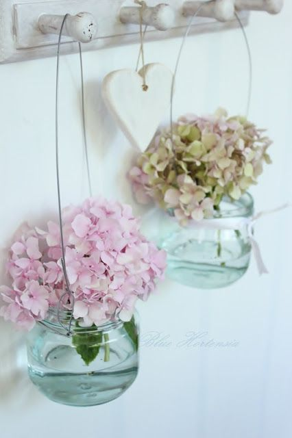 Hydrangeas / Hortensias in glazen potjes