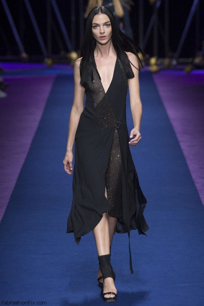 Mariacarla Boscono for Versace spring/summer 2017 collection – Milan fashion week. #milan #fashionweek #runwway #versace #fabfashionfix #fashion