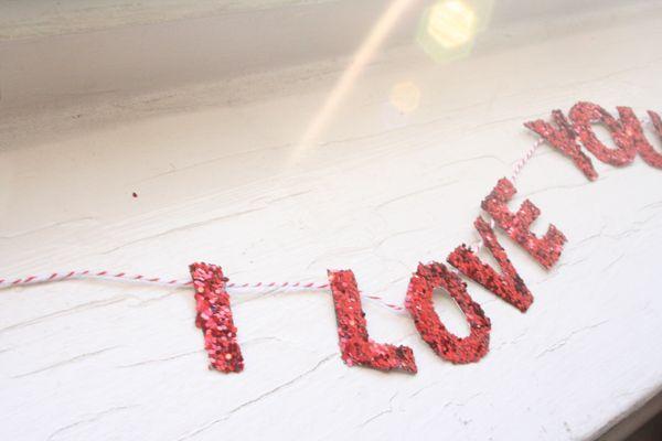 valentine: Garlands Valentines, Food Diy, Red Glitter, Valentines Day, Valentines Recipes, Diy Garlands, Garlands Buntings, Diy Glitter, Diy Projects