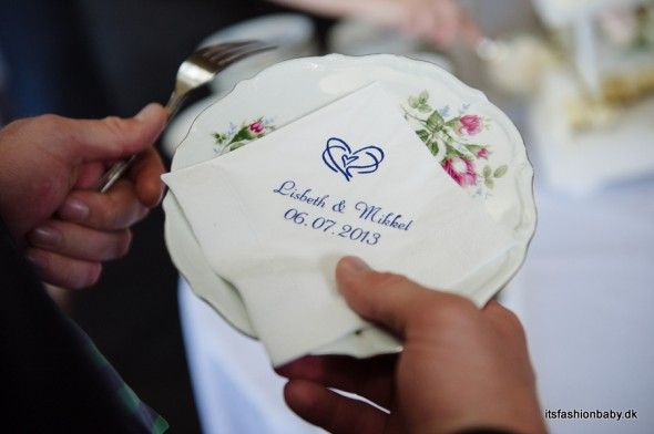 Personal napkins for the wedding cake - www.itsfashionbaby.dk