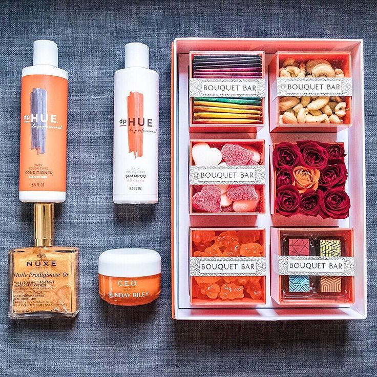 Orange is the new gold! The latest luxurious products are definitely orange! Check it out on Houseofcomil.com link in bio. Now that the picture is done let's eat my sweet treats! Happy Saturday everyone  http://liketk.it/2qbmd @liketoknow.it #liketkit #vitaminchasanewboss #sundayriley #bouquetbar #dphue #loveisinthehair