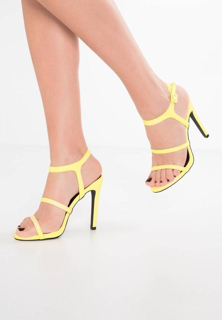 New Look. STUNNED - Sandalias - bright yellow. Suela:fibra sintética. Forma del tacón:de aguja. Plantilla:cuero de imitación. Puntera:abierta. Detalle:pieza elástica. Estampado:unicolor. Material interior:piel de imitación. Grosor del relleno:r...