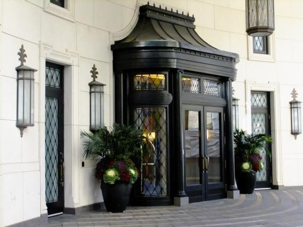 1 St. Thomas Street Entrance Yorkville Bay Street Corridor Condominiums Victoria Boscariol Chestnut Park Real Estate #yorkville #toronto
