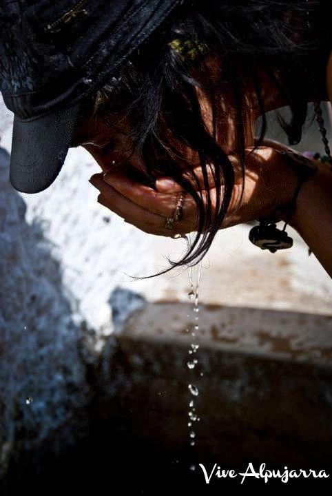 El verano ya llegó a La Alpujarra. Refréscate en las fuentes con el agua que baja de Sierra Nevada Vive Alpujarra