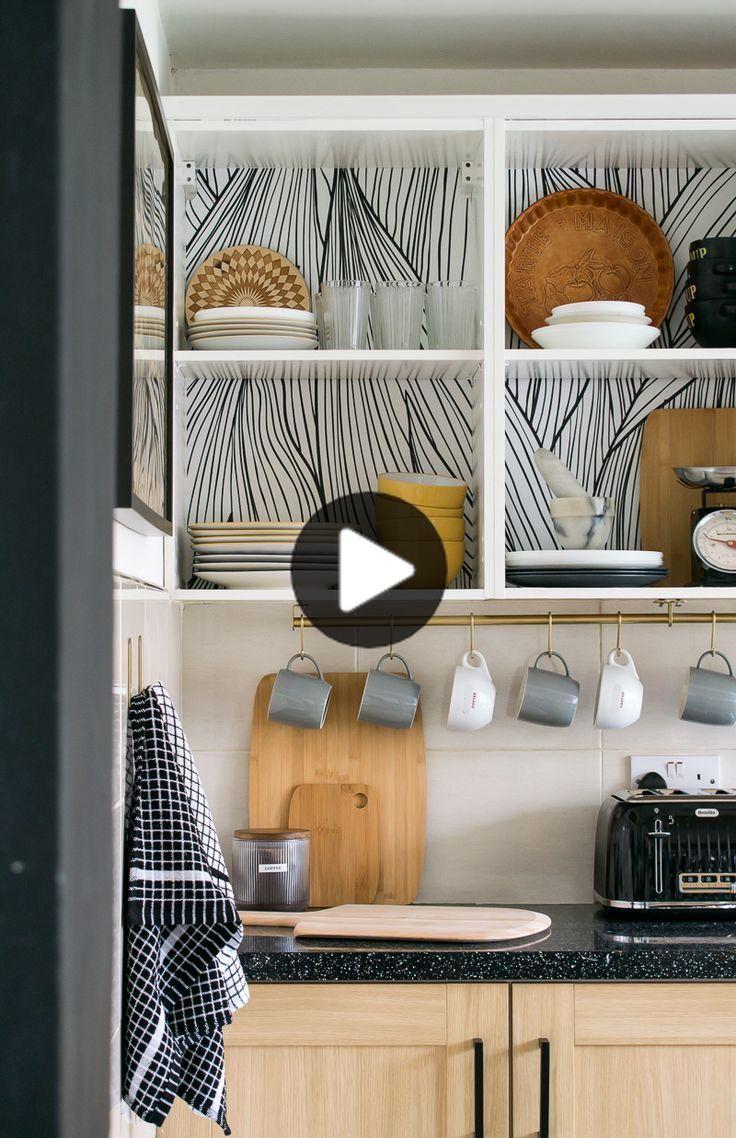 Location Cuisine Mise A Jour Comment Convertir Armoires Existantes En Etageres Ouvertes In 2020 Open Kitchen Cabinets Rental Kitchen Inside Kitchen Cabinets