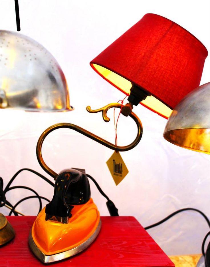 lampada realizzata con ferro da stiro vintage braccio di lampadario paralume 100% upcycling