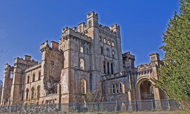 Lennox Castle, Wielka Brytania przepiękna ruina jest atrakcją szkockiego miasta Lennoxtown.