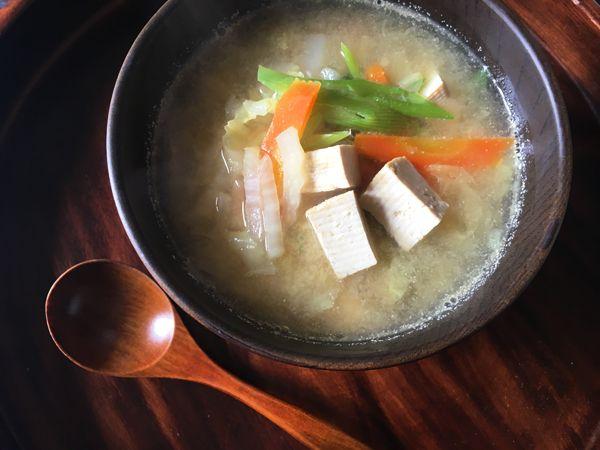 zuppa con tofu e cavolo cinese
