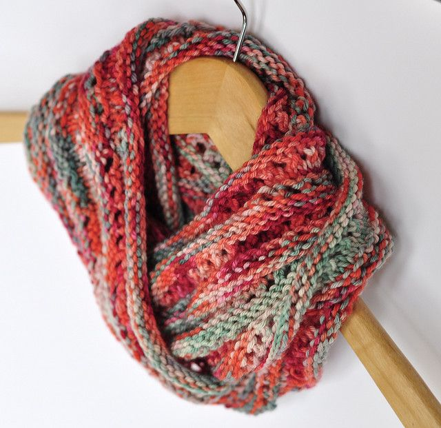 Moebius Knitting Patterns Free : 7 best images about Knit - Moebius on Pinterest Free pattern, Memories and ...