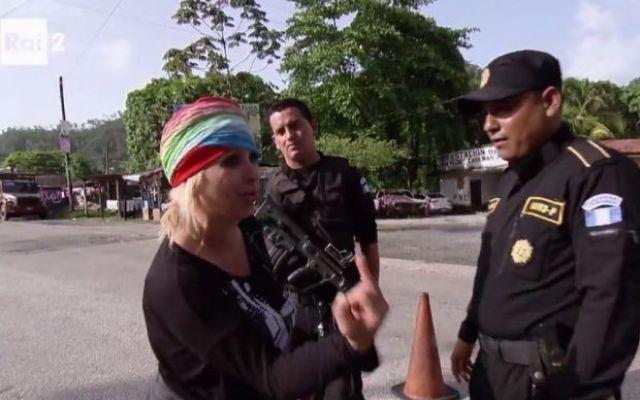 Tina Cipollari corrompe la polizia nella quinta puntata di Pechino Express 5 Il quinto appuntamento di Pechino Express che si è svolto in Guatemala, è stato all'insegna della noia e privo di quei momenti indimenticabilmente trash che ci aveva regalato la prima parte del progr #pechinoexpress