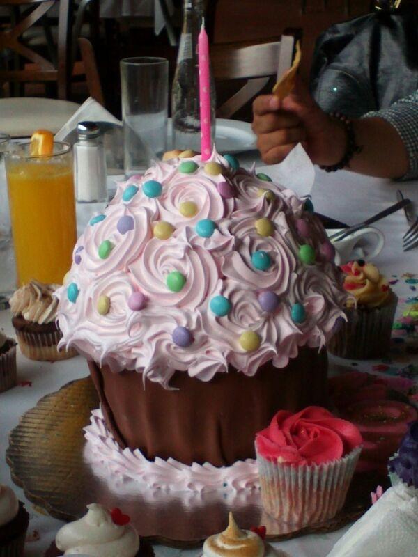 CUPCAKE CAKE <3
