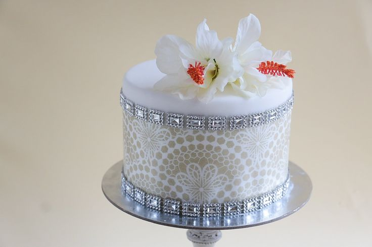 ~Wafer Paper onto Fondant Cake Tutorial - I would make the bling from fondant so everything is edible~