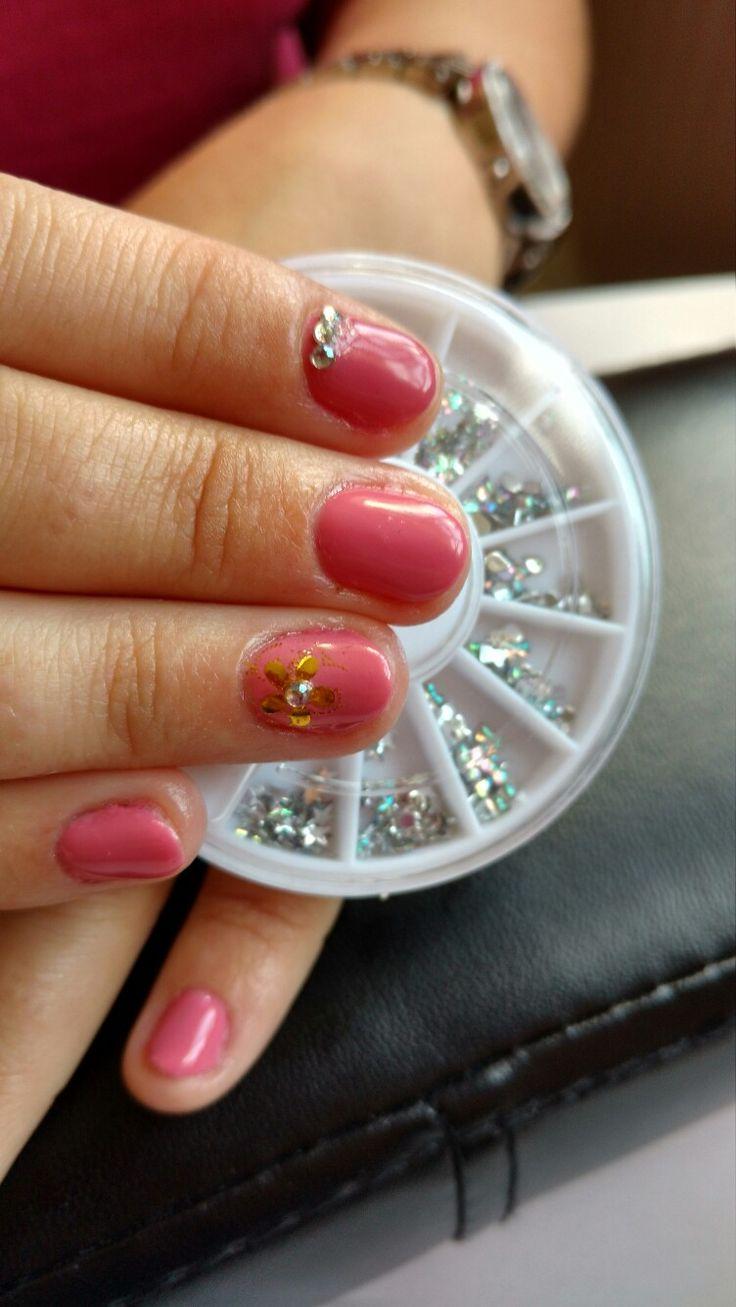 Beautiful pink gel nails with design :) https://m.facebook.com/Z.rune/